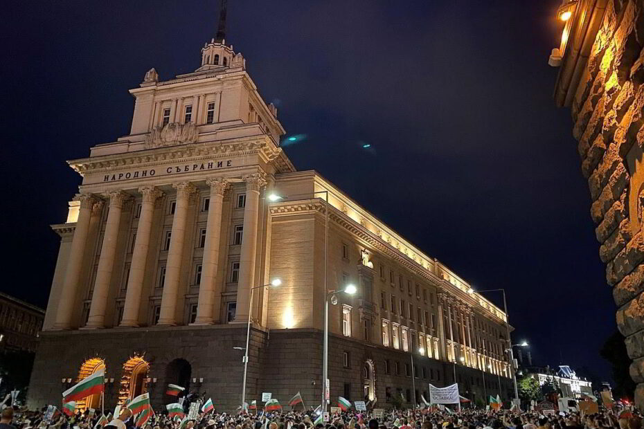 2020 Demonstrationen Bulgarien kämpft für Rechtsstaatlichkeit in Sofia Platz der Unabhängigkeit